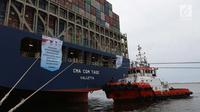Pelepasan ekspor Indonesia ke AS menggunakan kapal besar (Direct Call) pembawa kontainer di Pelabuhan Tanjung Priok, Jakarta, Selasa (15/5). Total volume barang yang diekspor mencapai 4.300 TEUs (Twenty Foot Equivalent Units). (Liputan6.com/Angga Yuniar)