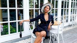 Salah satu fashion item yang paling digemari oleh wanita kelahiran 27 November 1999 ini adalah topi. Dalam berbagai tema pemotretannya, Aurra kerap mengenakan topi supaya makin stylish. (Liputan6.com/IG/aurrakharishma)