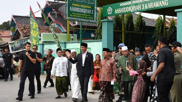 Foto Kunjungan ke Jateng, Jokowi Bahas Kebangsaan dengan Pimpinan Pesantren Girikesumo