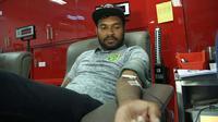 Persebaya melakukan donor darah untuk korban bom gereja di Surabaya. (Bola.com/Dok. Persebaya)