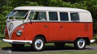 Volkswagen Kombi 11 jendela berhasil pecahkan rekor lelang di Shannons Melbourne Summer Classic Auction, Australia.