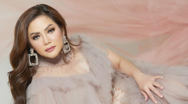 """Kristina meluncurkan single berjudul """"You"""" pada akhir bulan September 2020. Lagu ini pun merupakan lagu lama yang pernah dibawakan oleh Meggy Z. Tetapi tentunya dibawakan dengan aransemen baru yang cukup berbeda. (Liputan6.com/IG/@kristinadangdut)"""