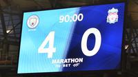 Papan skor menampilkan skor 4-0 setelah 90 menit selama pertandingan antara Manchester City melawan Liverpool di Stadion Etihad di Manchester, Inggris (2//7/2020). City menang telak 4-0 atas Liverpool. (AFP/Pool/Peter Powell)