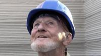 Tim Shea, tunawisma berusia 70 tahun diklaim jadi orang pertama yang tinggal di rumah cetak 3D. Dok: Icon