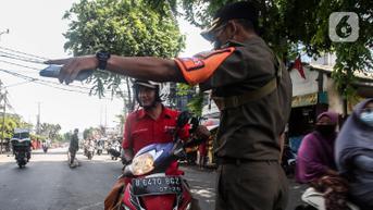FOTO: Razia Pelanggar Protokol Kesehatan di Kebayoran Lama