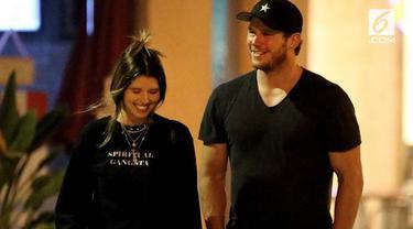 Chris Pratt membagikan kabar bahagia hubungan cintanya dengan putri aktor kawakan Arnold Schwarzenegger. Cincin pertunangannya pun menjadi perhatian publik karena memiliki nilai miliaran Rupiah.