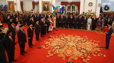 Presiden Joko Widodo (Jokowi) mengambil sumpah jajaran menteri dalam rangkaian pelantikan Kabinet Indonesia Maju di Istana Negara, Jakarta, Rabu (23/10/2019). Sebanyak 34 menteri dan empat pejabat setingkat menteri Kabinet Indonesia Maju periode 2019-2024 resmi dilantik. (Liputan6.com/Angga Yuniar)
