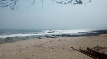 Salah satu pantai selatan Garut, Jawa Barat yang terkenal memiliki ombak tinggi dan ganas
