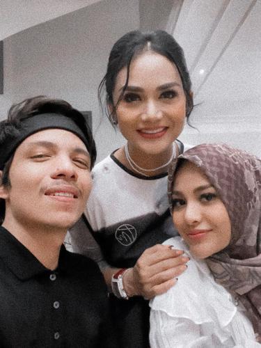 [Fimela] Krisdayanti, Aurel Hermansyah dan Atta Halilintar
