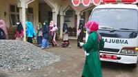 Sebanyak 88 santri dan warga di pesantren di Desa Cibeunying, Kecamatan Majenang, Cilacap, tersebut terkonfirmasi Covid-19. (LIputan6.com/Imam Hamidi-Muhamad Ridlo)