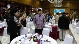 Menteri Agama Lukman Hakim Saifuddin menghadiri acara silaturahmi seluruh tokoh lintas agama dari seluruh agama dan ormas keagamaan di Kemenkopolhukam, Jakarta, Senin (21/11). Acara itu digelar oleh Menko Polhukam Wiranto. (Liputan6.com/Faizal Fanani)