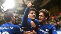 Striker Chelsea, Alvaro Morata, merayakan gol yang dicetaknya ke gawang Tottenham pada laga Premier League di Stadion Stamford Bridge, London, Minggu (1/4/2018). Chelsea kalah 1-3 dari Tottenham. (AFP/Glyn Kirk)