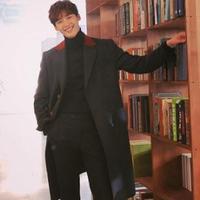 Penampilan Lee Jong Suk, pemeran utama Romance Is A Bonus Book. (dok. Instagram @jongsuk0206/Dinny Mutiah)