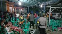 Satgas Covid-19 bubarkan acara hajatan di Desa Waton, Kecamatan Sukolilo, Kabupaten Pati. (Liputan6.com/Ahmad Adirin)