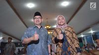 Pasangan Sudirman Said dan Ida Fauziah berpose sebelum mendaftar sebagai Cagub dan Cawagub Jawa Tengah di KPUD Jateng, Rabu (10/1). Pasangan ini didukung oleh Partai Gerinda, PKS , PKB dan PAN. (Liputan6.com/Gholib)