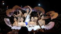Penampilan Andien saat konser tunggal bertema Metamorfosa, Selasa (15/9/2015). (foto:Herman Zakharia/Liputan6.com)