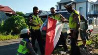 Aksi keren Polantas Pinrang Rayakan HUT ke-75 RI (Fauza/Liputan6.com)