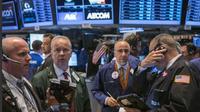 Sentimen bervariasi di awal pekan telah mendorong bursa saham Amerika Serikat menguat dengan indeks saham Dow Jones naik 14,57 poin.