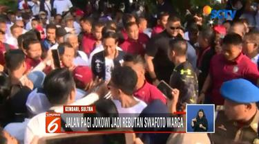 Tangan Jokowi penuh luka cakar saat salami warga di Kendari, Sulawesi Tenggara.