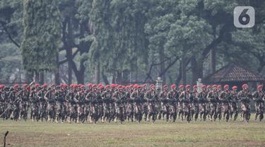 Anggota Komando Pasukan Khusus (Kopassus) mengikuti upacara penyerahan tongkat komando Komandan Jenderal (Danjen) Kopassus di Mako Kopassus, Cijantung, Jakarta, Kamis (10/9/2020). (merdeka.com/Iqbal S. Nugroho)