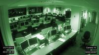 Ada kejadian horor di ruang perkantoran itu. Kursi bergerak sendiri dan komputer menyala walau tak ada orang. Apakah itu hantu?