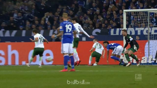 Schalke membayar mahal atas kesalahan mereka sendiri seusai kalah 1-2 di kandang dari Werder Bremen, Sabtu (3/2). Tuan rumah memim...