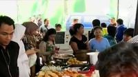 Selama bulan Ramadan, pasar kaget Benhil menyediakan aneka menu makanan berbuka puasa.
