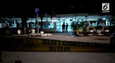 Dua Anggota Brimob ditusuk usai melaksanakan Salat Isya di Masjid Falatehan, Jakarta Selatan.