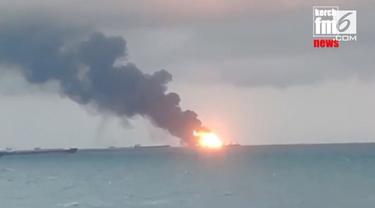 Dua buah kapal berbendera Tanzania meledak saat sedang mengisi bahan bakar.