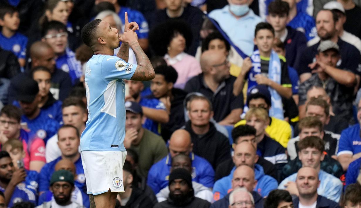 Manchester City berhasil membawa pulang poin penuh kala bertandang ke markas Chelsea pada laga pekan keenam Liga Inggris 2021/2022, Sabtu (25/9/2021). (AP/Alastair Grant)