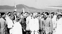 (Tengah, kemeja putih) Presiden Pertama Korea Selatan, Syngman Rhee (Wikimedia)
