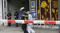 Supermarket lokasi serangan pria bersenjata pisau di Hamburg, Jerman. (Paul Weidenbaum-AP)