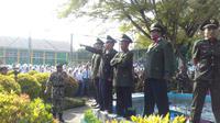 Aksi treatikal guru memperingati kekejaman G30-S/PKI di SMKN 1 Garut (Liputan6.com/Jayadi Supriadin)