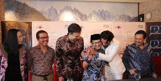 Reza Rahadian dan Tya Subijakto hadir dalam syukuran usai dinobatkan sebagai best actor di ajang Asia Pacific Film Festival (APFF) 2017. Kemenangan Reza ini untuk kali pertamanya sepanjang sejarah. (Adrian Putra/Bintang.com)