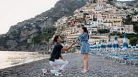 Nikita Willy dan Indra Priawan di Positano, Italia (Dok.Instagram/@indpriw/https://www.instagram.com/p/CCEGyPFh0fD/Komarudin)