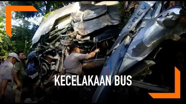 Diduga akibat sopir bus mengantuk bus wisata yang membawa pelajar MAN menabrak pohon besar di Kabupaten Sukabumi. 2 suswi meninggal dunia dalam peristiwa ini