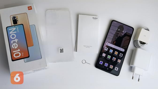 Kelengkapan Redmi Note 10 Pro di dalam boks; mulai dari casing, SIM card ejector, kepala charger dengan pengisian daya 33W, dan kabel USB type C. (Liputan6.com/ Agustin Setyo W).