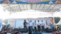 Menteri BUMN Rini Soemarno pagi ini mengajak direksi dan komisaris BUMN senam zumba di Gelora Delta, Sidoarjo.