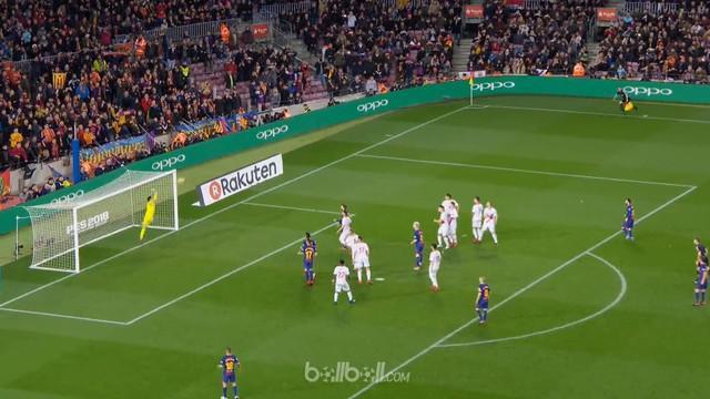 Tendangan bebas cantik Lionel Messi di menit ke-84 pastikan Barcelona lakukan comeback dan kemenangan 2-1 atas Alaves.