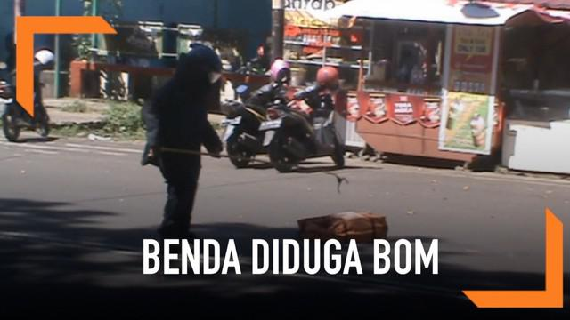 Tas yang diduga berisi bom dilempar orang tak dikenal ke gerbang Polres Bengkulu.