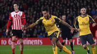 Theo Walcott antar Arsenal atasi Southampton dengan hattrick yang ia cetak. (Daily Mail)