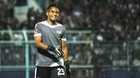 Kiper Persita Tangerang, Annas Fitranto. (Bola.com/Iwan Setiawan)