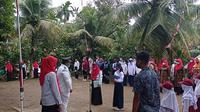 warga Bukik Gado-Gado Padang ikuti upacara HUT ke-76 RI. (Liputan6.com/ Novia Harlina)