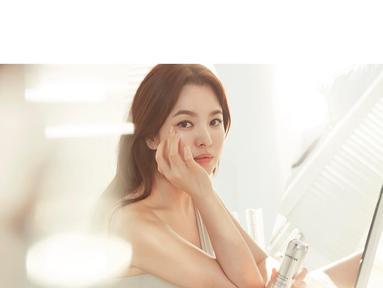 Sudah tidak perlu diragukan lagi kecantikan dari Song Hye Kyo. Istri dari Song Joong Ki ini selalu tampil cantik di setiap kesempatan. (Foto: instagram.com/kyo1122)