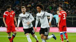 Gelandang timnas Jerman Leroy Sane mencetak gol pembuka timnas Jerman pada laga persahabatan kontra Rusia di Stadion Red Bull Arena, Leipzig. Timnas Jerman menang 3-0. (AFP/Odd Andersen)