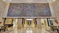 Lukisan karya Lee Man Fong berjudul Margasatwa dan Puspita Indonesia berhasil direstorasi. (dok. Hotel Indonesia Kempinski/Dinny Mutiah)