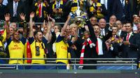 BANGGA - Arsenal mampu mempertahankan gelar juara Piala FA usai membungkam Aston Villa. (Reuters / Carl Recine)