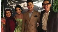 Melly Goeslaw dan Anto Hoed hadir dalam acara pertunangan Glenn Alinskie dan Chelsea Olivia [Foto: Instagram]