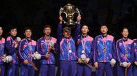 Korea Selatan mengangkat trofi Piala Sudirman 2017 setelah mengalahkan juara bertahan China 3-2 pada laga final di Carrara Indoor Sports Stadium, Gold Coast, Australia, Minggu (28/5/2017). (BWF Media)