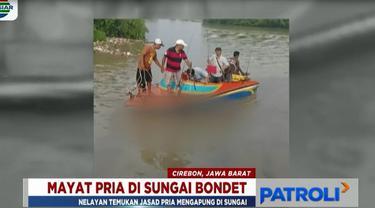 Sejumlah petugas gabungan dari Basarnas, TNI, dan Polri lalu mengevakuasi mayat tanpa identitas tersebut ke tepi sungai.